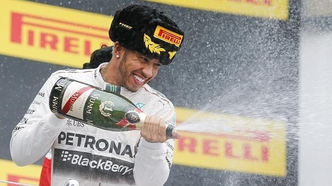 Hamilton acaricia la gloria