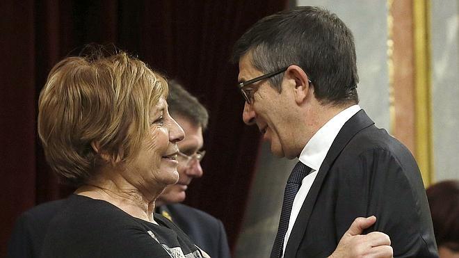 Celia Villalobos afirma que el coche oficial «es un instrumento más de trabajo»