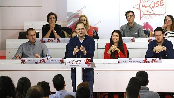 El PSOE pide a Rajoy que «salga de la siesta» y explique su plan para España