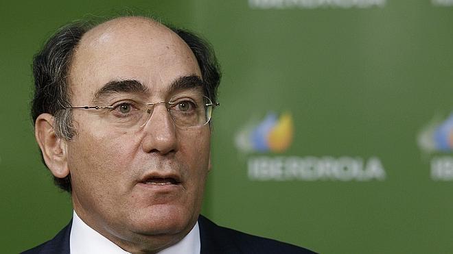 Iberdrola gana 2.421 millones en 2015, un 4% más