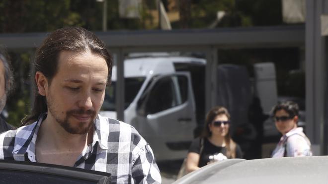 Iglesias no se plantea dimitir y pide calma para determinar las causas del revés de Podemos