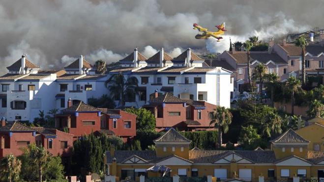 Dos incendios en Cádiz obligan a evacuar a 545 personas