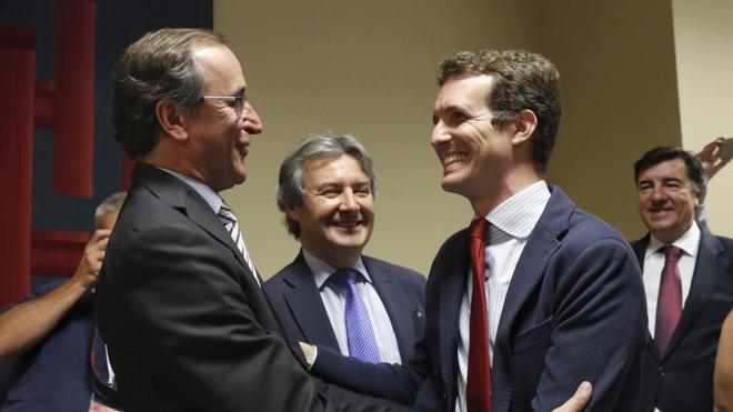 El PP se muestra «optimista» tras las reuniones con Sánchez y Rivera