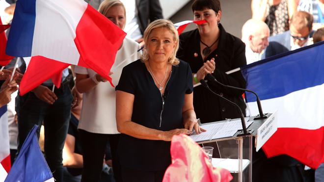 Los sondeos pronostican un duelo entre los conservadores y el Frente Nacional en Francia