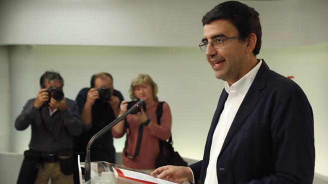 La gestora del PSOE destituye a los portavoces en el Senado y el Parlamento europeo