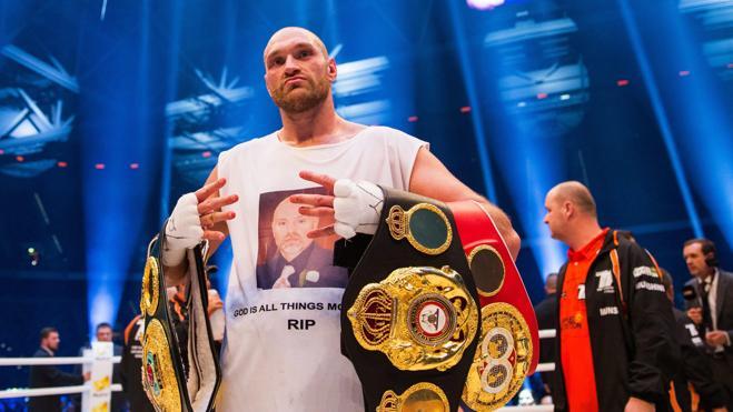 Tyson Fury abandona sus títulos mundiales de los pesos pesados