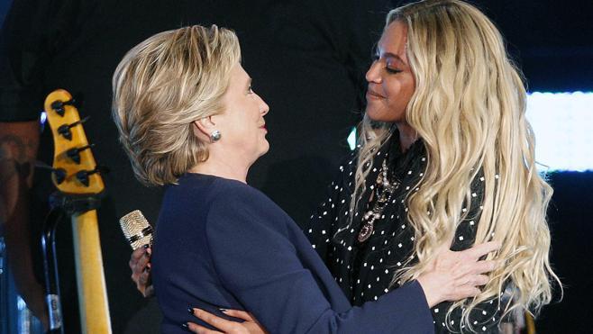 Beyoncé y Jay-Z suben al escenario por Clinton