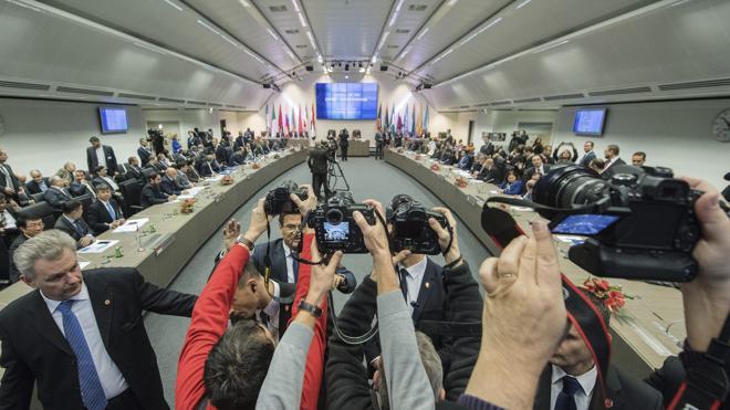 La OPEP logra concertar con otros productores una caída de la oferta petrolera