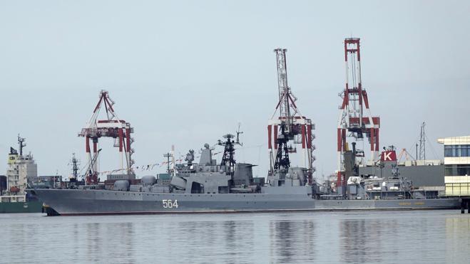 Un buque destructor ruso visita Manila tras el distanciamiento filipino con EE UU