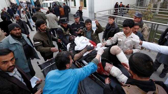 Al menos 30 muertos y 80 heridos en un doble atentado suicida en Kabul
