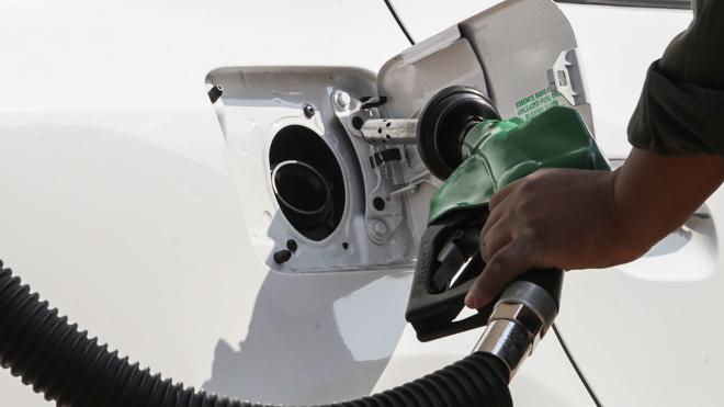 Los precios de los carburantes ahondan en sus máximos y suben hasta un 9%
