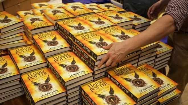 Harry Potter no pierde su varita mágica y copa de nuevo las ventas