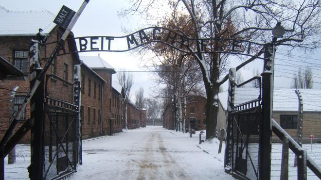 Polonia publica una lista con 8.500 miembros de las SS que sirvieron en Auschwitz