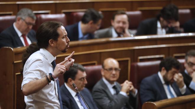 Iglesias echa en cara a Rajoy la corrupción del PP y este replica: «Menos mal que no es Robespierre»