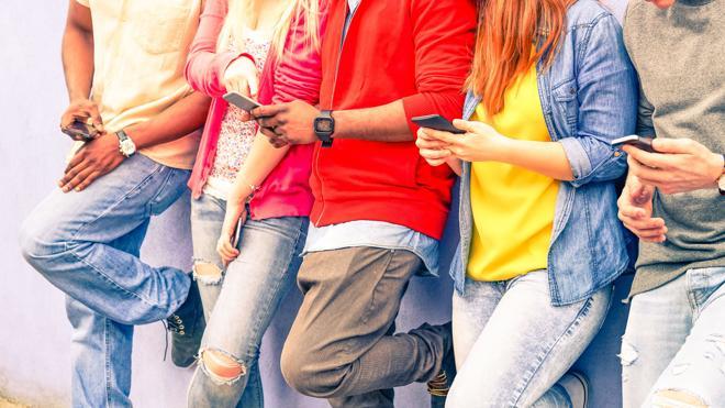 Ocho de cada diez españoles tiene un 'smartphone', el doble que hace cuatro años