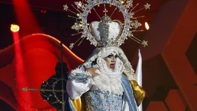 El carnaval de Las Palmas corona a una provocadora virgen Drag