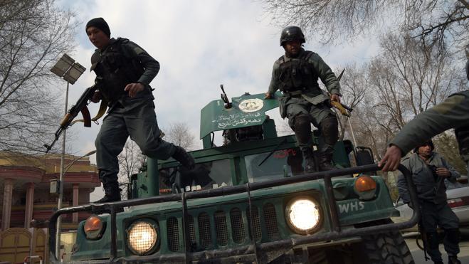 Casi 40 muertos en el ataque a un hospital militar de Kabul