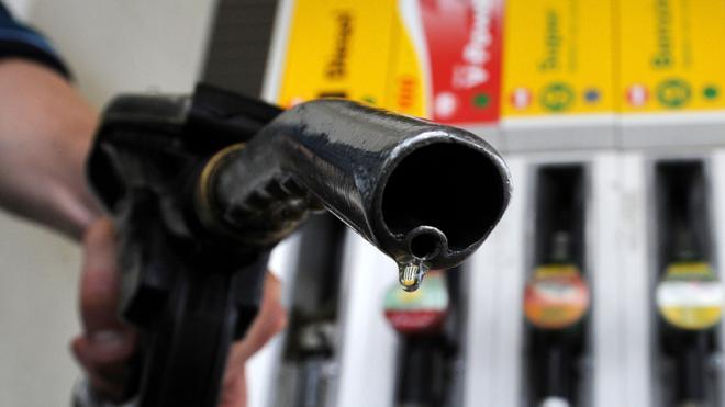 La gasolina y el gasóleo se abaratan un 0,3% tras cuatro semanas de subidas consecutivas