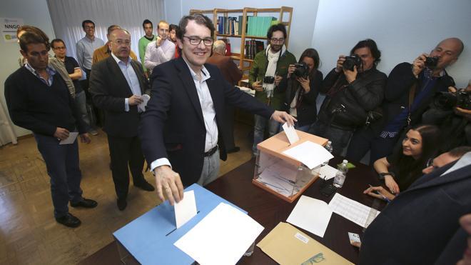 Fernández Mañueco gana las primarias del PP en Castilla y León