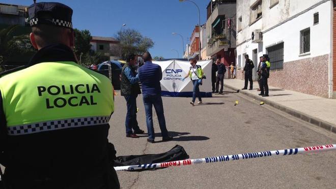 Un hombre muere tiroteado en una calle de Badajoz