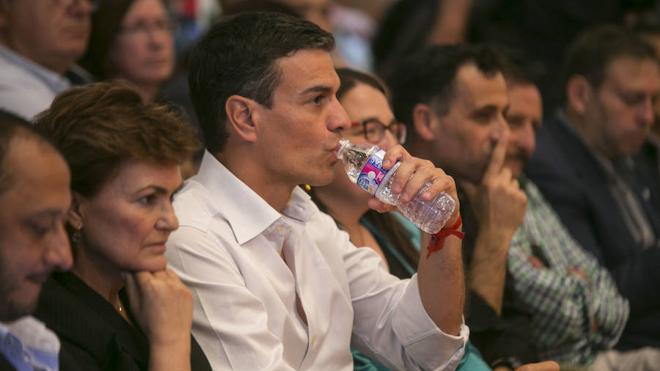 Sánchez admite que no intentaría una moción de censura contra Rajoy