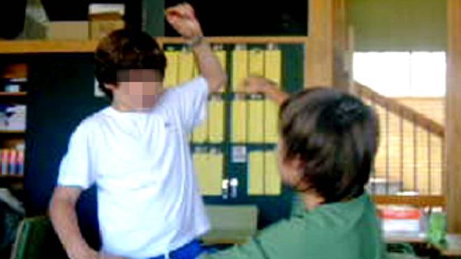 Denuncian a un gimnasio por proponer hacer frente al acoso escolar peleando