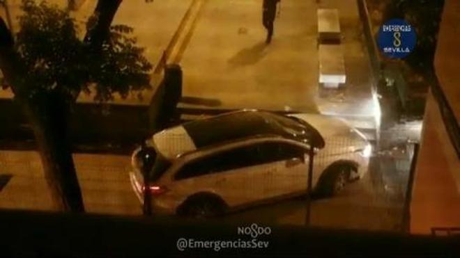 Un conductor borracho aparca en una calle peatonal de Sevilla creyendo que es Badajoz