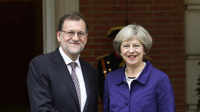 Rajoy felicita a May y espera seguir trabajando en una relación fructífera