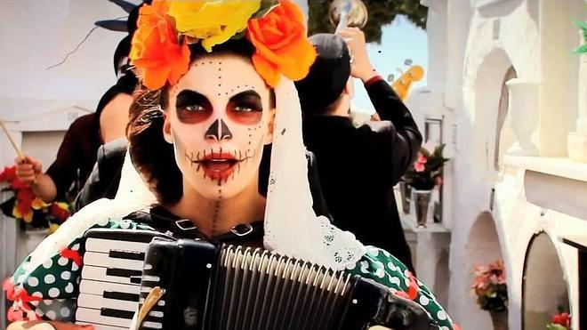 Natalia Tena guarda su ataúd en Málaga