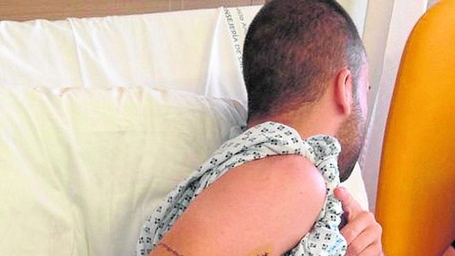 «Me han dado tres puñaladas por ayudar a un amigo, y ahora está muerto»