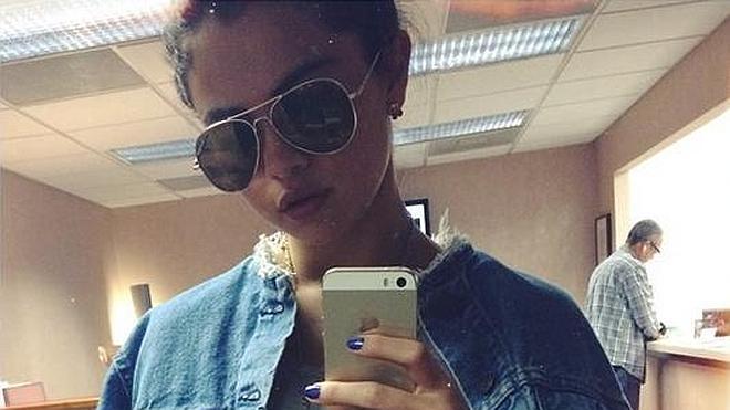 """Jennifer Lopez sube la autoestima a Selena Gomez que habla en español para definirse como """"valiente"""""""