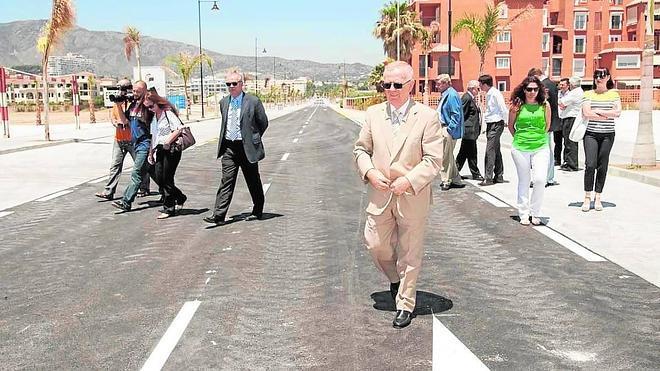 Denuncian al Ayuntamiento por la ocupación de parte de un recinto para ampliar una calle