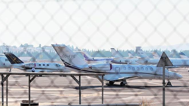 La llegada de turistas de lujo marca un récord de vuelos privados en el aeropuerto de Málaga