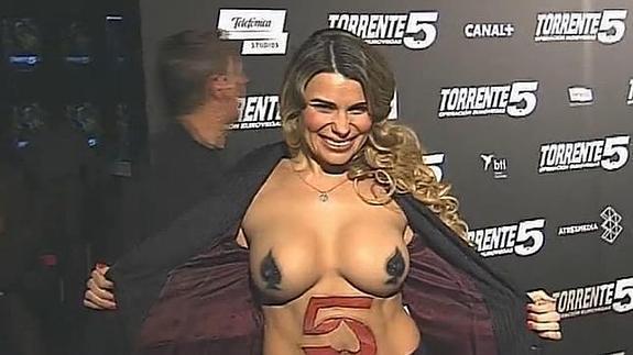 María Lapiedra Se Desnuda En El Estreno De Torrente 5 Diario Sur