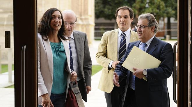 Oña se ausenta en la foto de los alcaldes salientes