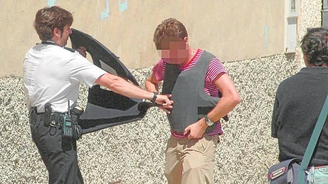 La Policía recibe casi un millar de chalecos antibala para los agentes que están en la calle