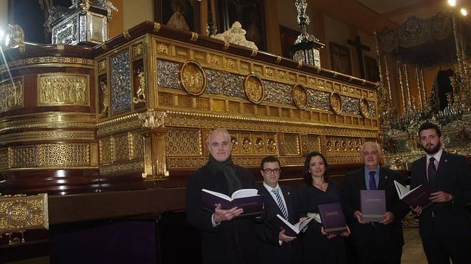 El trono del Cristo de la Expiración recobra su aspecto original tras su restauración