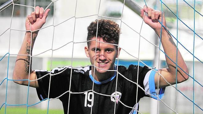 Jaime Moreno: «Puedo jugar tanto en punta como de extremo; me gusta tirar diagonales»
