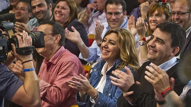 Susana Díaz promete devolver a los funcionarios la paga extra de 2012