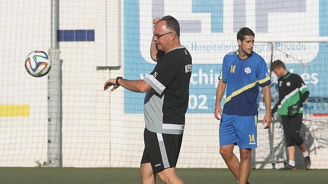 El Palo prescinde de Rafa Muñoz y Fernando dirigirá al equipo las dos últimas jornadas