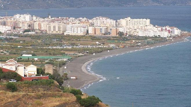 Crean una plataforma en contra del desarrollo urbanístico de El Playazo y Maro, con 1.880 casas