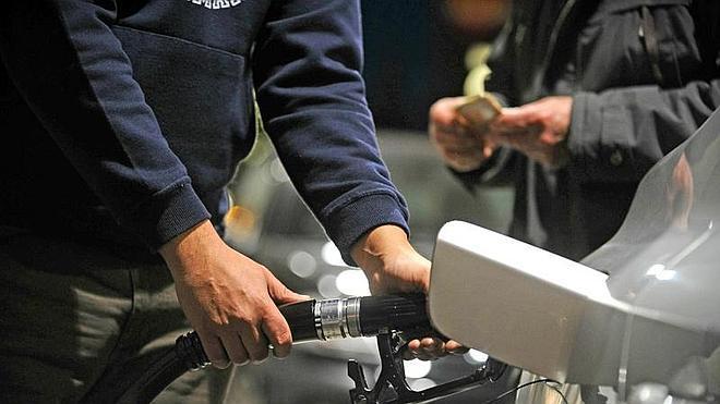 La compra colectiva de carburantes de la OCU permitirá ahorrar 100 euros al año