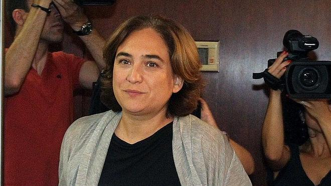 Ada Colau se fija el sueldo en 80.115 euros anuales, el doble de lo que dijo en campaña