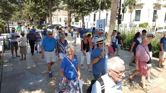 Casi seis mil cruceristas llegan hoy a la capital en el día grande de la Feria de Málaga