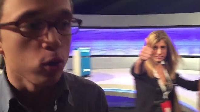La mujer de Pedro Sánchez trolea a Ínigo Errejón y se mete en su entrevista