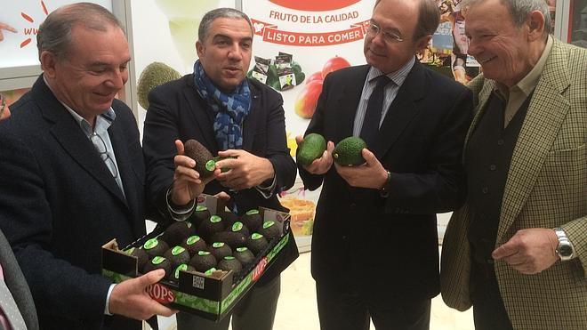 Bendodo anuncia que Acuamed financiará la tubería para trasvasar agua a la Axarquía