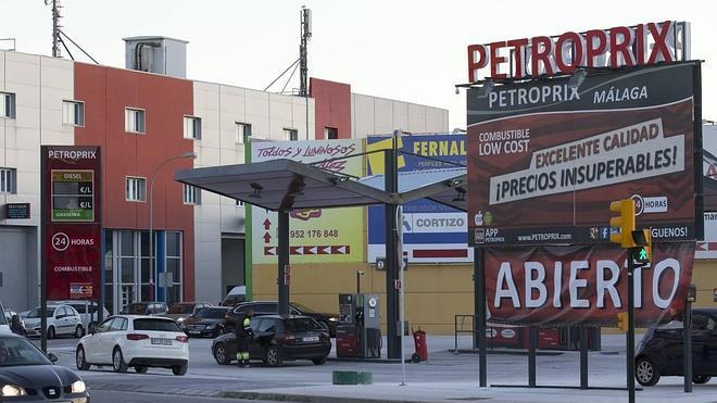 Las gasolineras denuncian al Ayuntamiento de Málaga en su lucha contra las 'low cost'