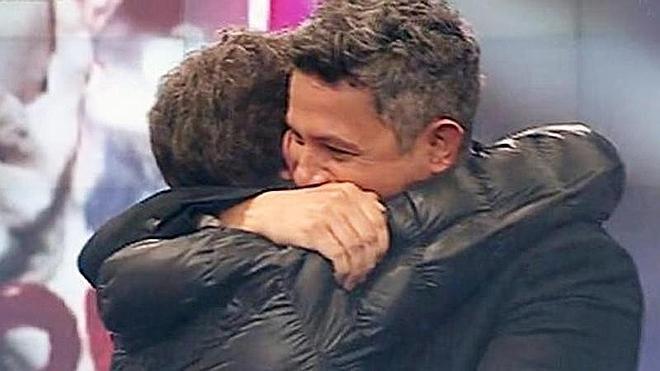 Alejandro Sanz arropa en directo a Pablo Motos tras la muerte de su padre