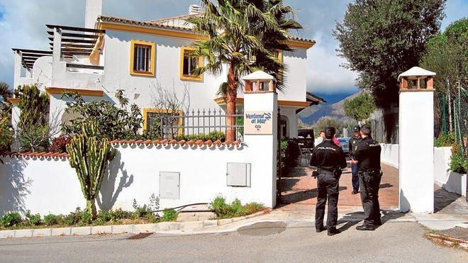 La autopsia realizada a los cuerpos hallados en Estepona revela heridas de dos armas blancas