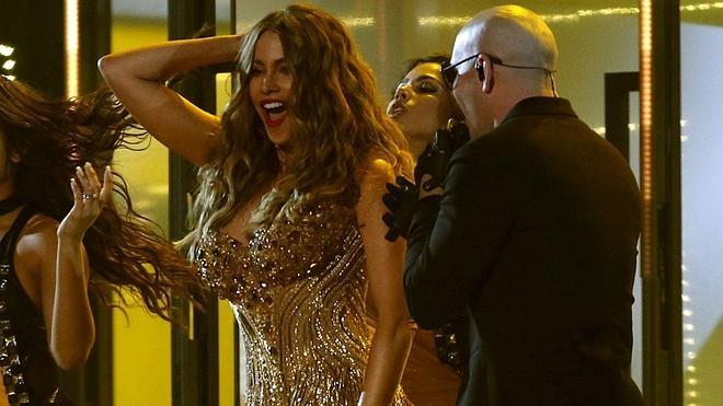 Sofía Vergara se convierte en la estrella de los Grammy tras su sensual baile junto a Pitbull